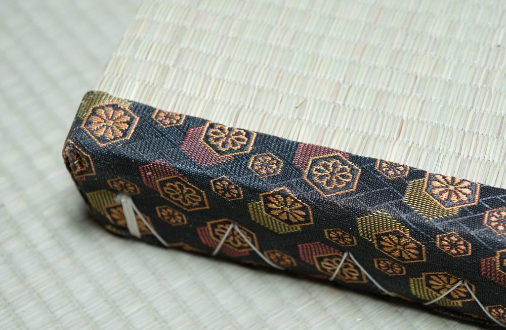 tatami bordo nero decorato