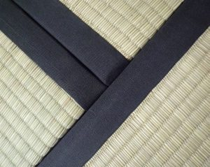 Tatami con bordo nero